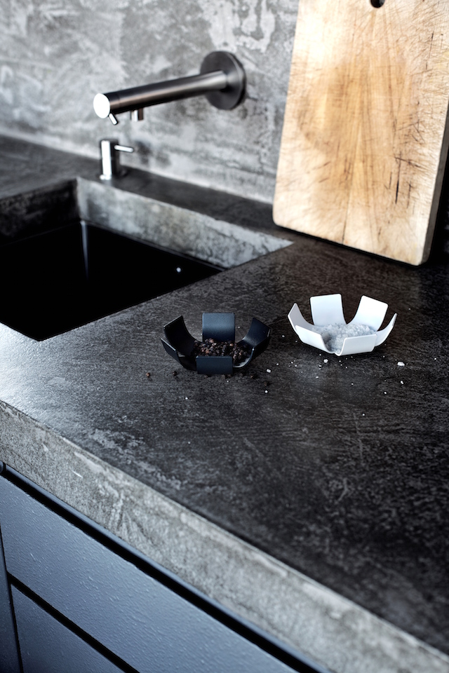 BEdesign | Lily mini bowl | metal | charcoal black | white